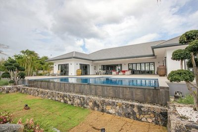 Amazing Brand New 5 or 6 Bed Pool Villa 10 mins drive West of Hua Hin Centre