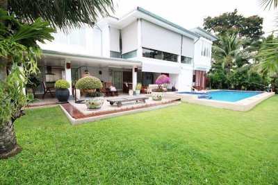 Extremely Well Presented and High Quality :Modern 2 Storey Pool Villa on Golf Course 10 mins drive North of Hu