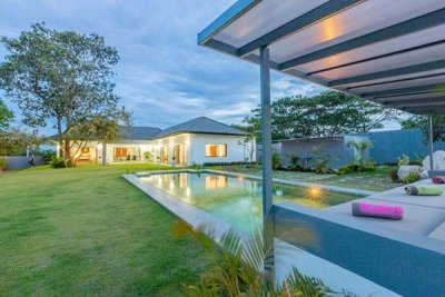 Luxury Brand New 3 Bed Pool Villa of High Quality : Reduced by 28% in June 201615 mins drive Northwest of Hua Hin Centre