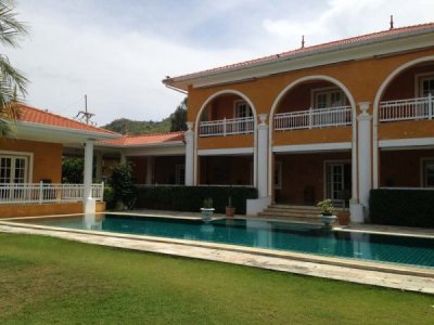Grand Luxury villa with 5 Bedrooms + 2 Bedroom Maid house Hua Hin