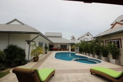 Luxurious 3 bedroom Villa on a double land plot15 minutes South West of Hua Hin Town