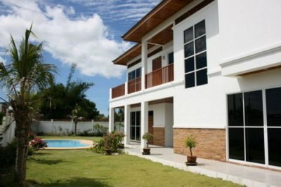 Modern 2 storey Good Quality Pool Villa10 mins drive south from Hua Hin town center