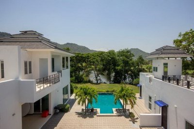 Brand New 2 Storey Pool Villa on Golf Course for Sale/Rent10 minutes Drive North of Hua Hin Centre