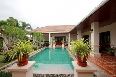 Luxury 4 Bed Solar System Pool Villa10 mins drive West of Hua Hin Center