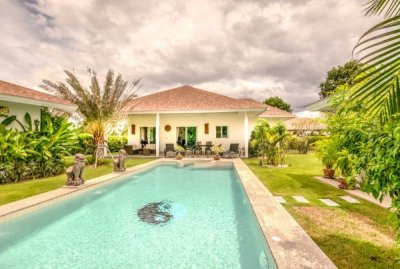 Hua Hin Beautiful 3 bed Pool Villa Northwest of Town Centre