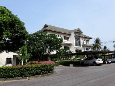 Palm hills golf club apartment 3 bed 3 bath 262 sqm Hua Hin