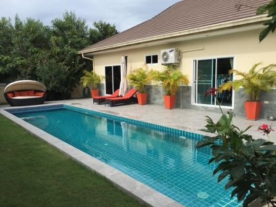 Stylish pool villa 15 minutes from Hua Hin