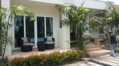 Newly built rowhouse pool in area west Hua Hin 10 minutes city