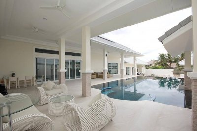 Big pool villa beach side 560 sqm Takiab beach Hua Hin