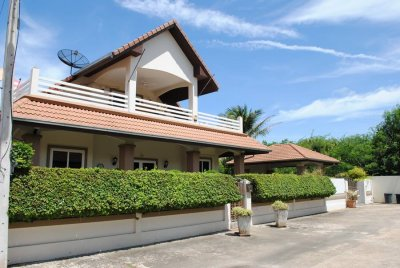 Large pool villa in city 350 sqm Hua Hin 10 MB NOE 7,5 MB