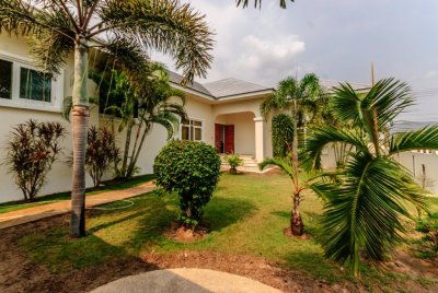 Top Qualit 3 Bed Pool Villa with Spacious Games Room or 4th Bedroom Black mountain Hua Hin
