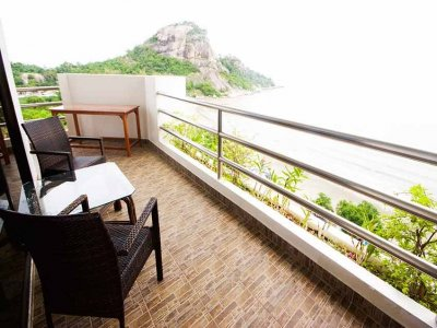 Hua Hin Blue Wave 100 sqm apartment suite Khao Takiab Beach