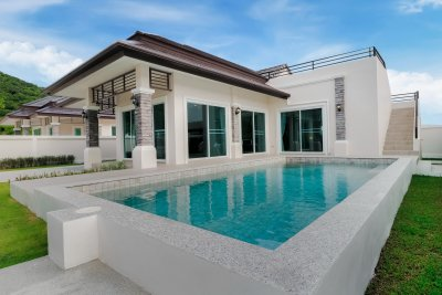 Luxury brand new pool villa soi 70 near city Hua Hin