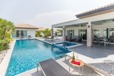 Paradise Homes new pool villa 250 sqm ready to move in near city Hua Hin