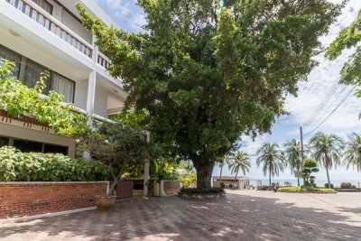Amazing Prime Beachfront 3 Storey House Hua Hin